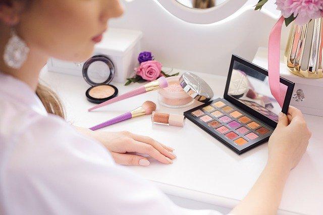 化粧品が肌に負担をかける理由