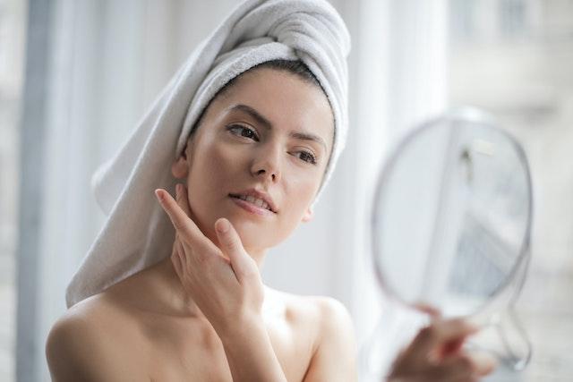 肌に負担をかけない化粧品の選び方