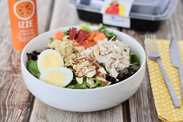 食事も見直しながら、肌の改善をしていくのがおすすめ
