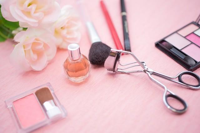 メイクをすると乾燥する場合の見直しポイント②:化粧品