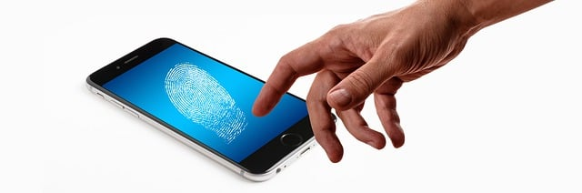 iFace reflectionのデメリット②:指紋が目立つ