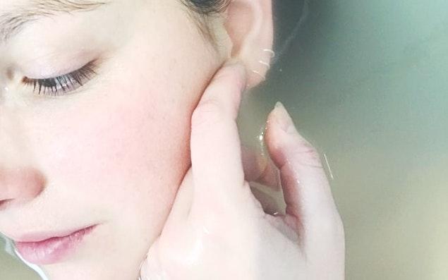 顔だけ肌が汚い理由①:摩擦の影響