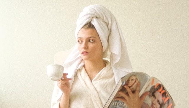 石鹸洗顔で乾燥が気になる時は保湿をしたり、頻度を減らす