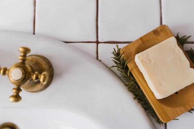 肌断食中は純石鹸で肌に優しい洗顔を
